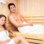 Mladý pár v sauně
